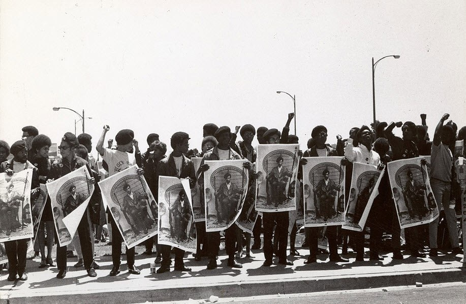 Free-Huey-rally-outside-Alameda-County-Courthouse-0968-by-Stephen-Shames
