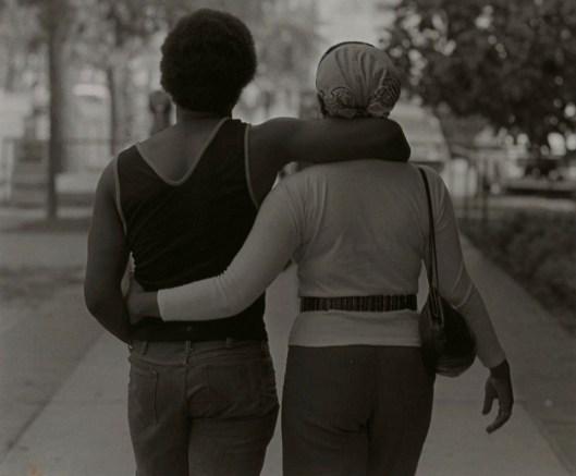 Couple Walking, de Roy Decarava (1979)