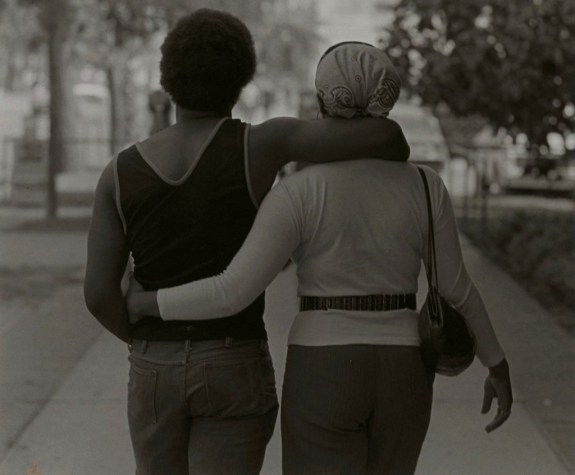 Couple Walking, de Roy Decarava (1979)