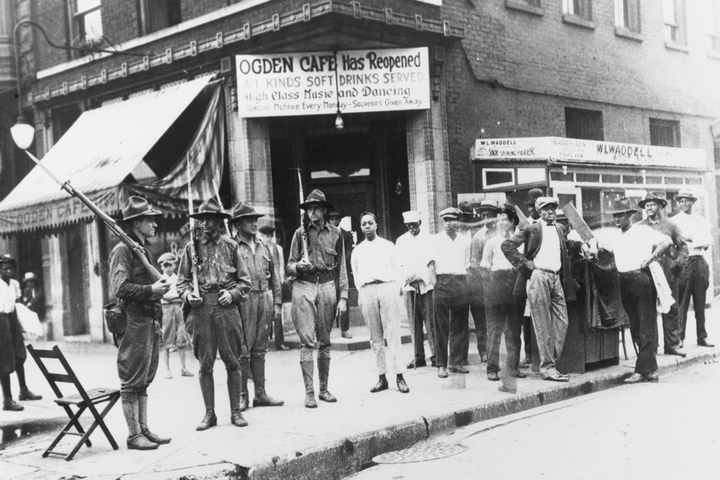 National Guardsmen called out to quell race riots in Chicago, 1919