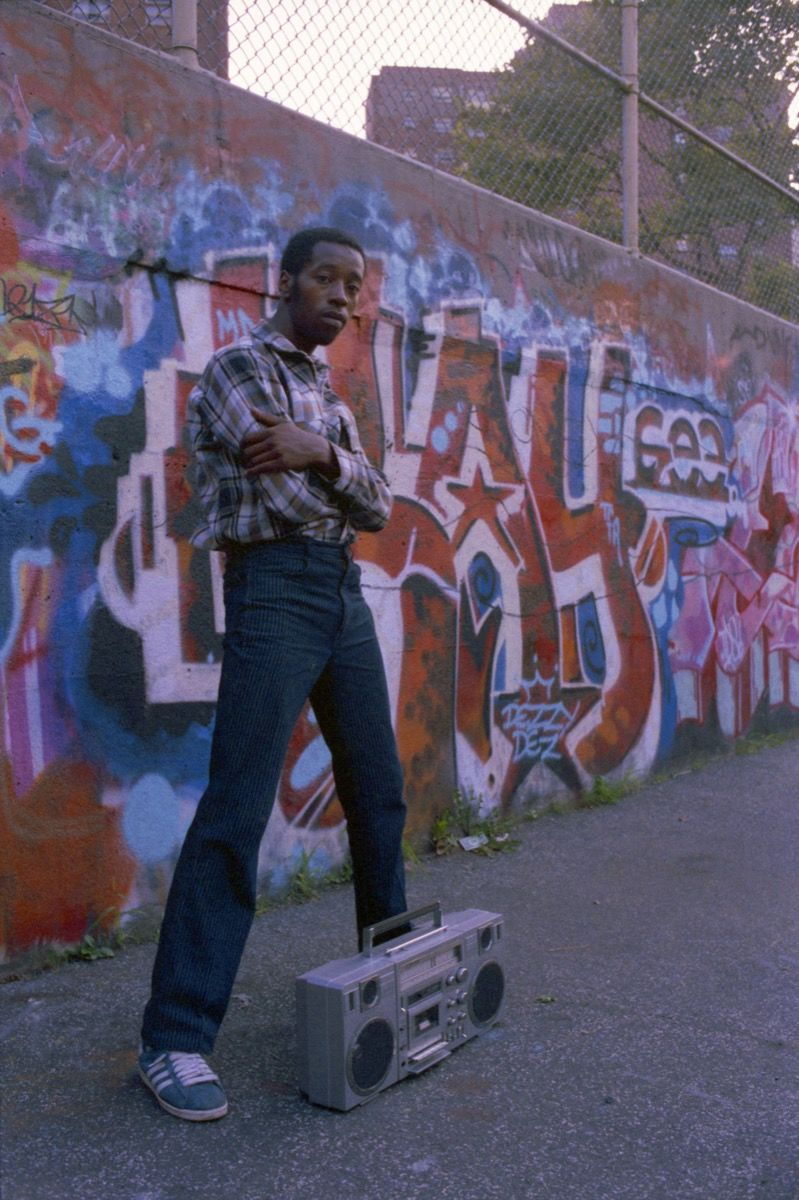 Henry Chalfant, DEZ TFA en su muro Kay Gee, Graffiti Hall of Fame, 106th St and Broadway, Manhattan, 1983.