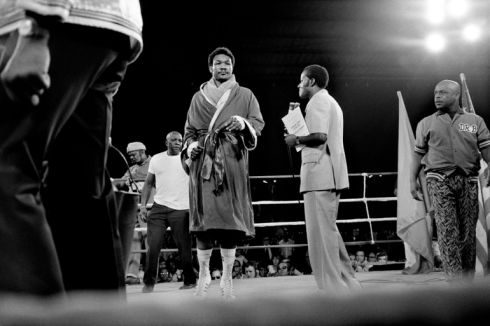 ZAIRE. Kinshasa. ALI-FOREMAN Boxing Fight. George FOREMAN arrives on the ring for the World Heavyweight Championship.1974.