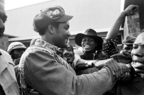 George Foreman is mobbed by Zaire boxing fans at Kinshasa Airport September 12, 1974 where he arrived at dawn on a special Air Zaire flight from Paris. (AP Photo/Horst Faas)